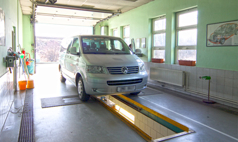 Interiér zkušební linky s vozidlem
